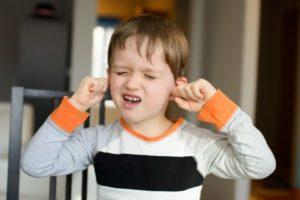 千葉県で子供の耳鳴り、めまい、吐き気などの自律神経症状を改善させる整体院での患者さんのイメージ写真