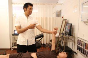 千葉県で子供のイライラ、うつなどの施術を行う整体での神経学的検査の写真